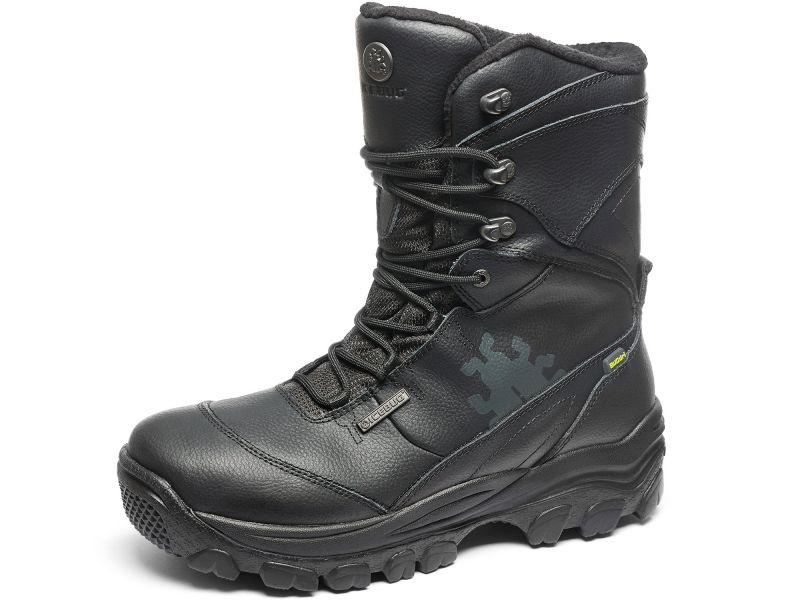 Schuhe mit Spikes